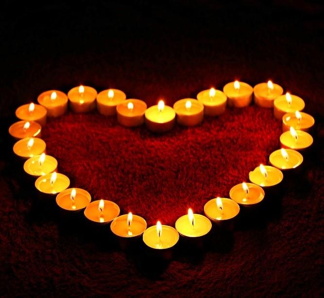 Kerzenschein / Carmen-Neuls | Hochzeitsreden & Trauerreden, die mehr sind als Worte! Hochzeitsrednerin & Trauerrednerin für Hochzeiten und Trauerfeiern in Rheinland-Pfalz (Westerwald), Nordrhein-Westfalen (NRW) und Hessen.