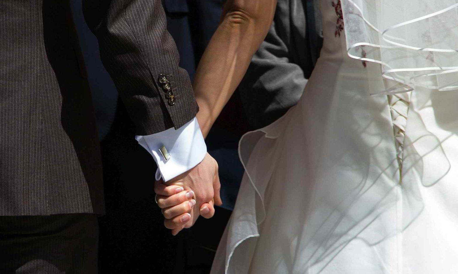 Carmen-Neuls | Hochzeitsrednerin aus dem Westerwald. Hochzeitsreden für Hochzeiten in Rheinland-Pfalz, Nordrhein-Westfalen (NRW) und Hessen / Mehr als Worte für Ihre Hochzeitsrede bzw. Hochzeit.